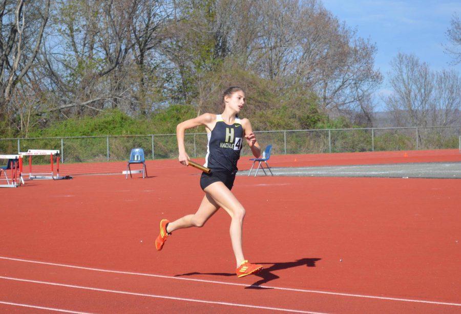 Junior Luisa Stalman runs in the 4x400m relay.