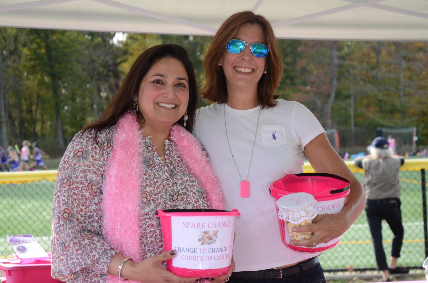 The parents of the Hackley Varsity Field Hockey team ran a bake sale during Alumni Day to raise proceeds for Breast Cancer Research. The bake sale sold everything from baked goods to kettle corn, raising over $500 by the end of the day.