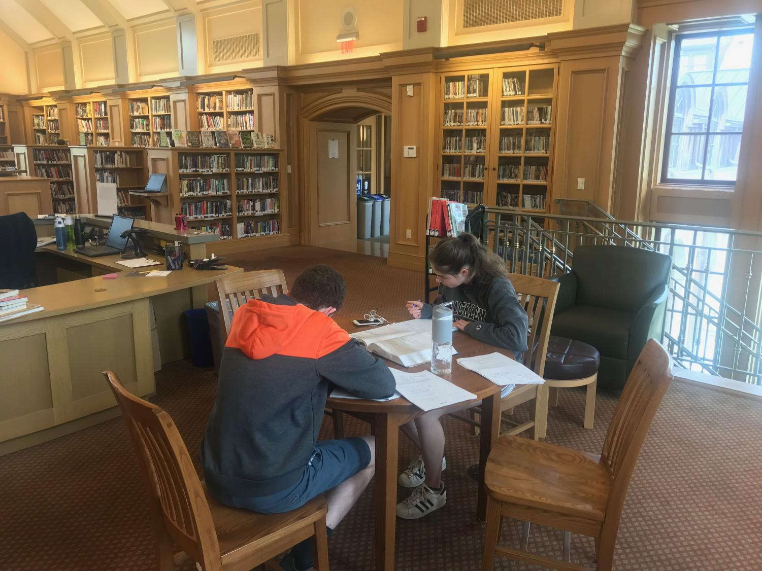 As the school year winds down, students study in the Goodhue Library. The end-of-year testing schedule prevents students from becoming overwhelmed with assessments and helps spread out their work productively. Some students still feel stressed about the amount of work they still have to complete before school ends, though.