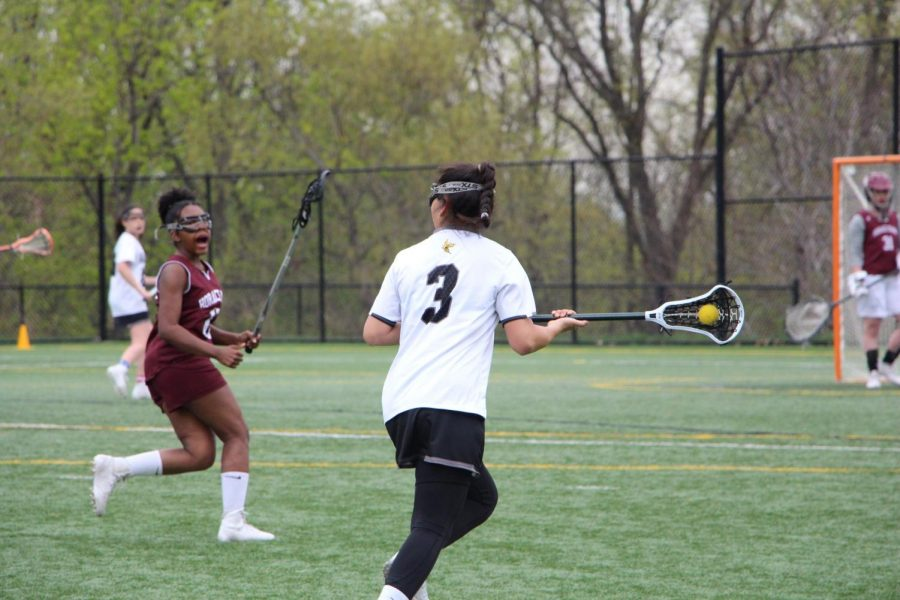 Senior+captain+Tatiana+Monteleone+cradles+the+ball+and+looks+to+shoot+in+the+lacrosse+team%27s+victory+over+Horace+Mann.+